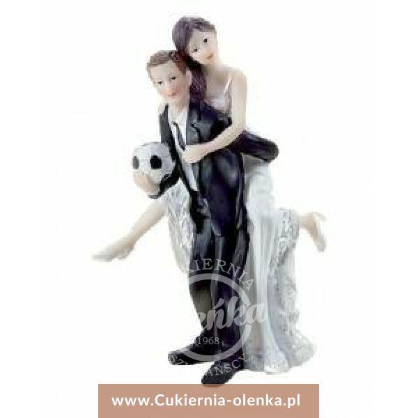 Figurka weselna Pan Młody z piłką nożną